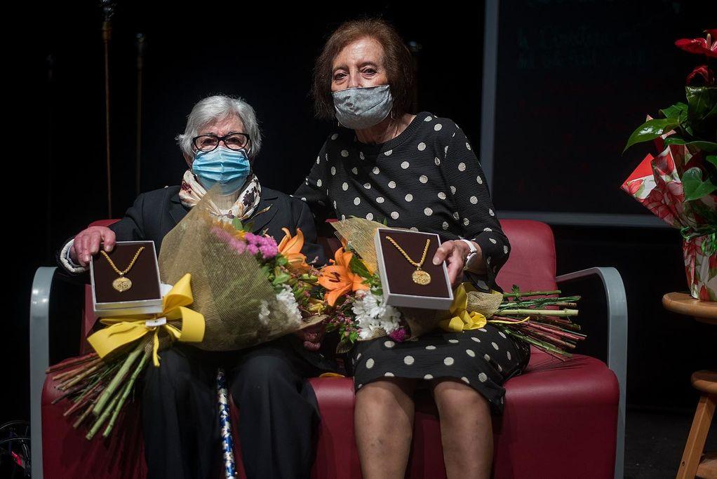 Entrega de la Medalla de la Vila a la Sra. Isabel Quellos i la Sra. Núria Gener.