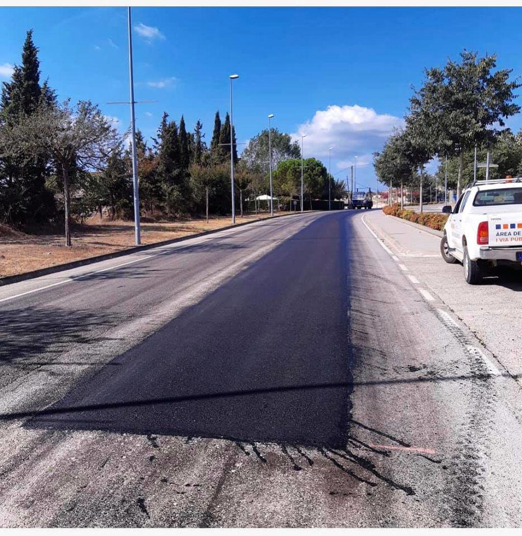 S'inicia l'asfaltatge a diferents punts de Maçanet Residencial Park i Mas Altaba.