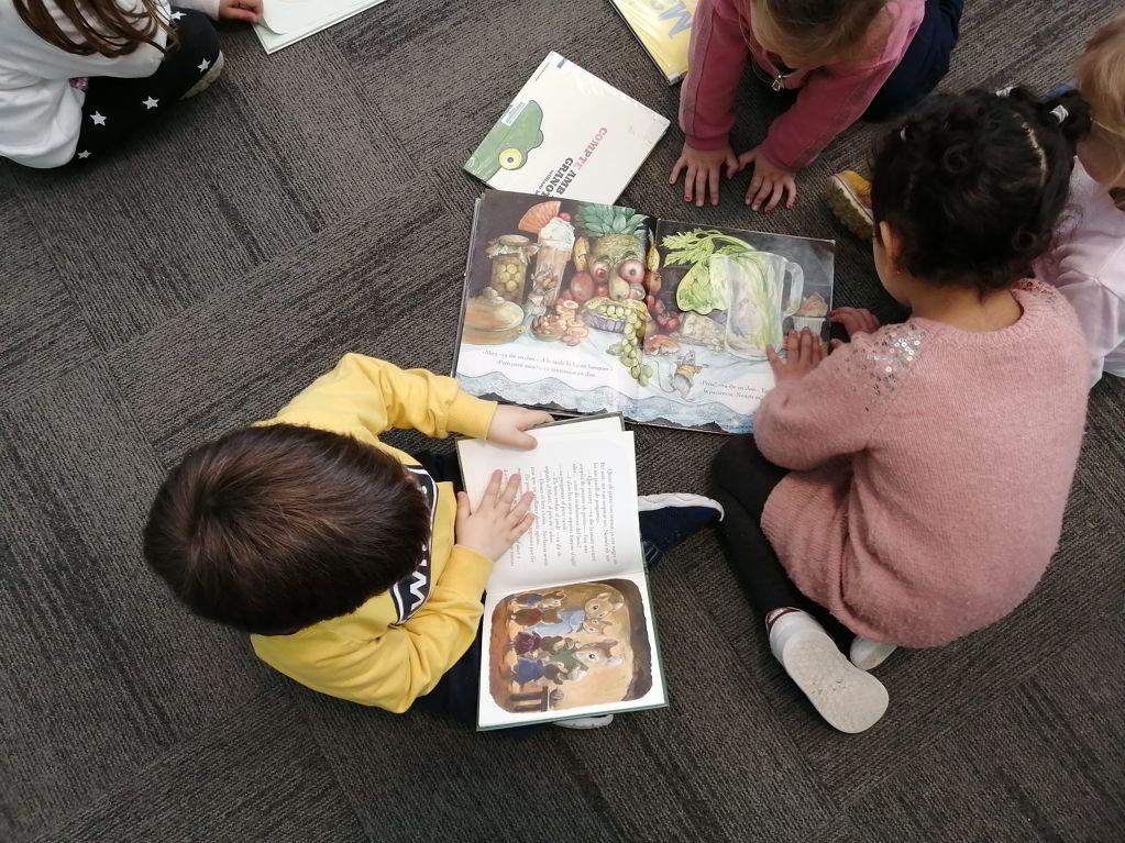 Es reprenen les visites escolars a la biblioteca municipal  - d662b-Visita-escolar-infantil-Les-Arrels-09.03-4.jpeg