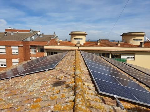 L'Ajuntament instal•la 72 plaques solars que reduiran el cost de la factura elèctrica i les emissions de CO2